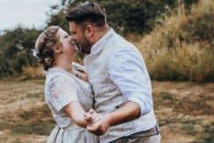 Hochzeitsfotograf im Saarland - Brautpaarshooting bei Regen am Bostalsee - Seezeit Lodge