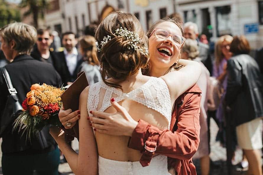 Hochzeitsfotograf im Saarland und der Pfalz - Gratulation Emotionen Lachen Freudentränen standesamtliche Hochzeit Deidesheim