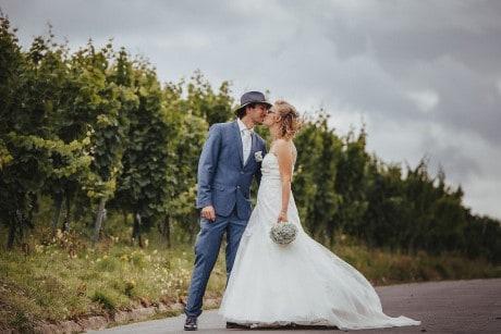Hochzeitsfotograf im Saarland und der Pfalz - Brautpaarshooting an der Mosel - Neumagen-Dhron