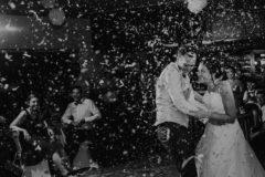 Hochzeitsfotograf im Saarland und der Pfalz - Hochzeitsfotos Hochzeitstanz, Konfettikanone, Blitzlich