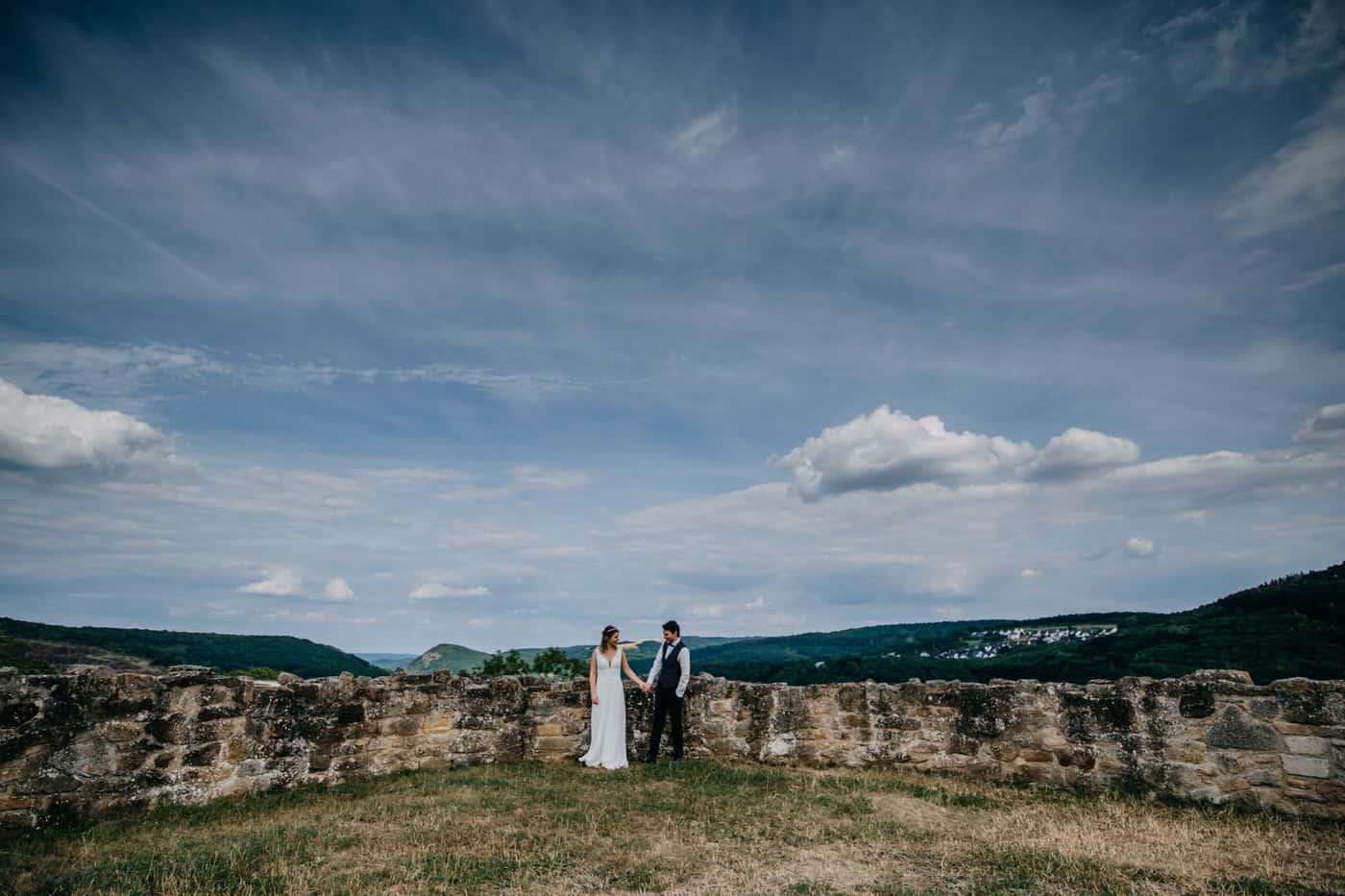 Hochzeitsfotograf im Saarland und der Pfalz - Brautpaarshooting standesamtliche Hochzeit auf der Kyrburg