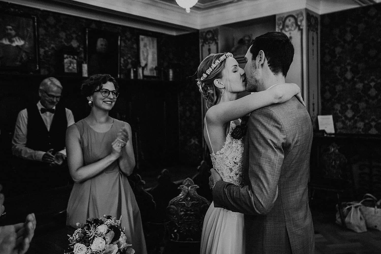 Hochzeitsfotograf in der Pfalz - Hochzeit mit Gratulation standesamtliche Hochzeit historisches Rathaus Deidesheim